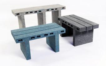 L'artista che trasforma carta riciclata in mattoni veri e propri